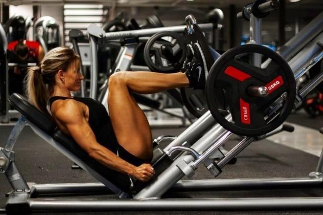 Leg press girl